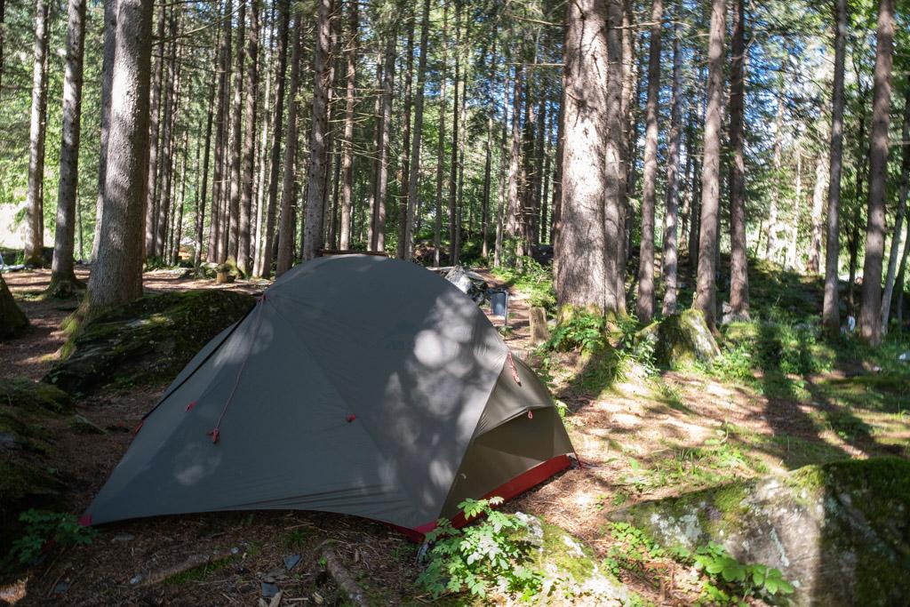 Via Alpina - Nuit à Elm où un emplacement pour les tentes est proposé juste avant le village