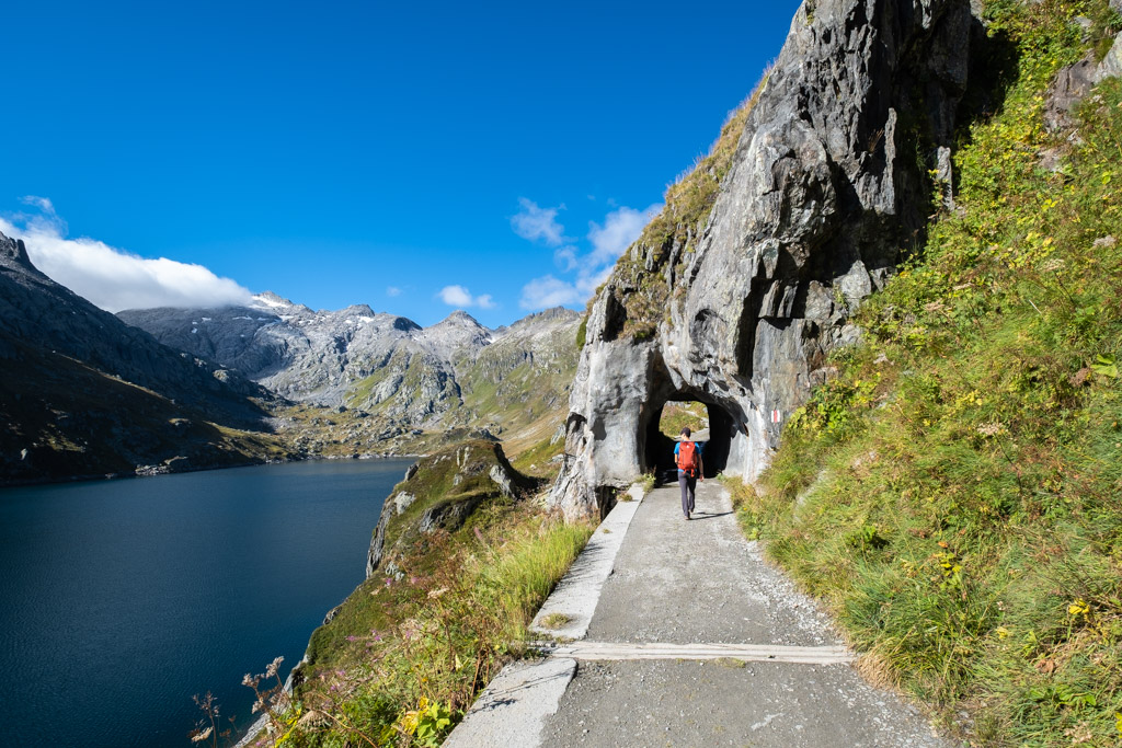 Nous longeons le Lago di Lucendro