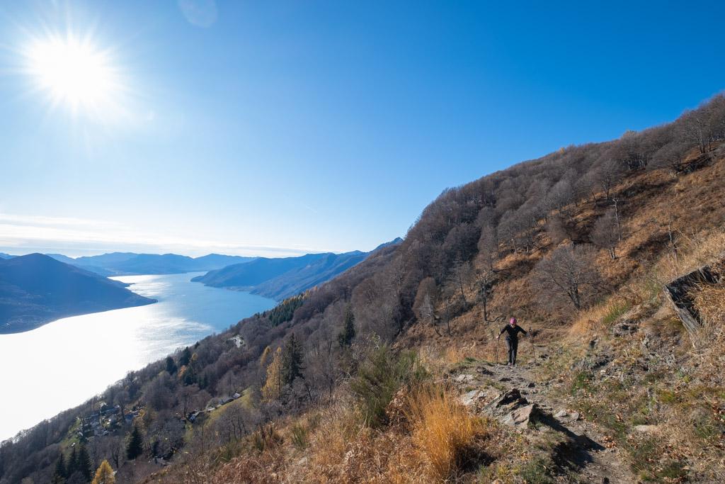 Une vue magnifique sur le lac Majeur lors de la montée au Corona dei Pinci