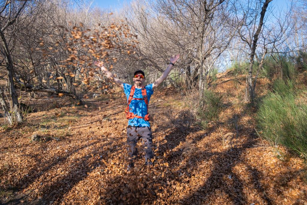 S'amuser avec les feuilles mortes