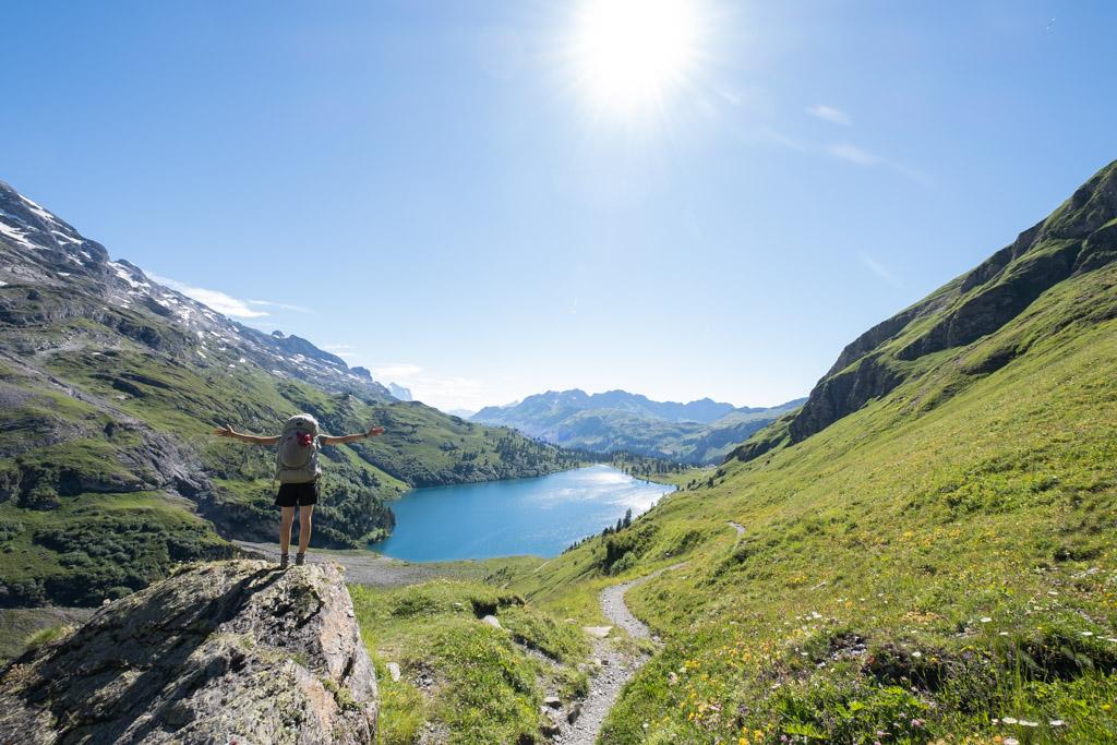 Via Alpina - Arrivée dans la réserve naturelle de l'Engstlenalp (Berne, Suisse)