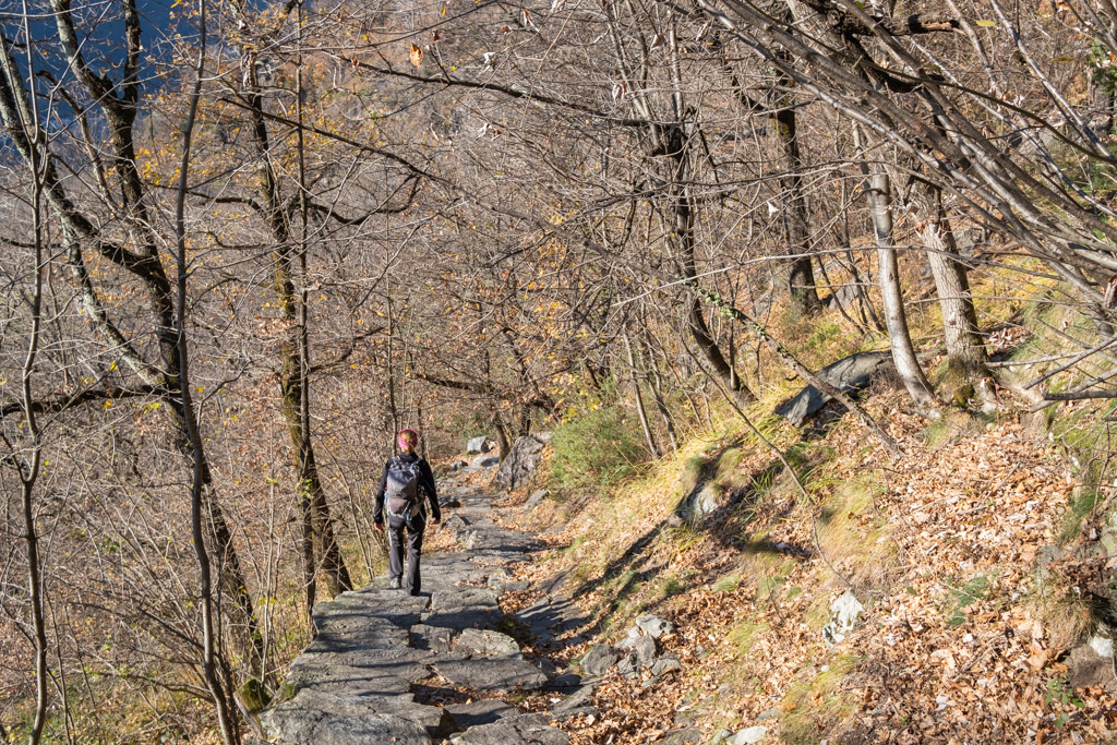 Les « quelques » marches qui nous conduisent jusqu'au village de « Maggia ».